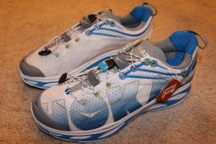hoka one one huaka side