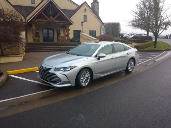 2019_Toyota_Avalon Hybrid_Limited