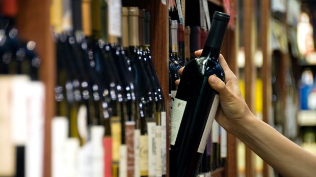 Australia could maybe take a leaf out of New Zealand's book, wine experts say.