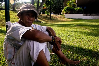 Felcon Rivera, a.k.a Tatay Dagsa, sits on the UPLB Campus grounds while narrating stories of his travels and advocacy. photo by: Chris Quintana