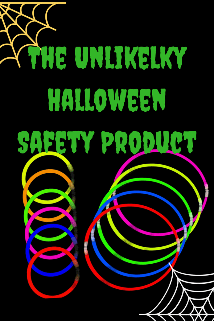 Two non-food related halloween safety tips you need to read to keep your kid(s) safe while trick-or-treating! #halloween #halloweensafety #safetytip