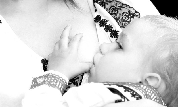 The Breastfeeding Mom's Guide to Latch – Tips, Videos and More