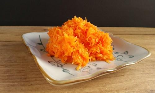 heimisches Superfood: Karotten-Apfelsalat von Mama
