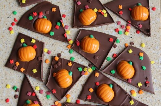 Pumpkin Spice Fall Chocolate Bark. Perfect for Thanksgiving and Halloween!