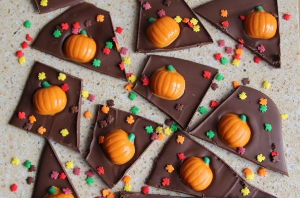 Pumpkin Spice Chocolate Bark for Fall Halloween Thanksgiving