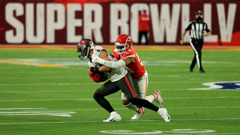 Chiefs-Re-Sign-DE-Taco-Charlton-To-One-Year-Deal-Report.jpg