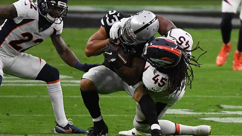 Ex-Raider-Devontae-Booker-Agrees-to-Deal-With-Giants-Report.jpg