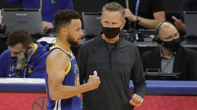 Warriors Coach on Curry: 'He's Reminding Me of MJ'