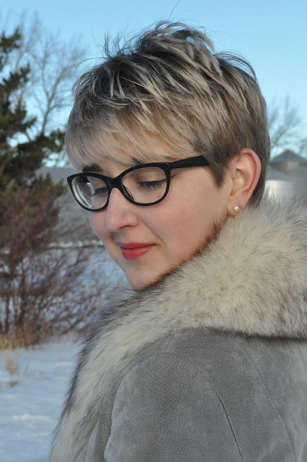 the artyologist- image of grey vintage leather coat and fur collar
