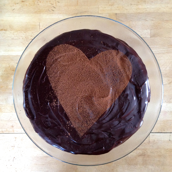 the artyologist- image of valentines heart decorated chocolate cake top