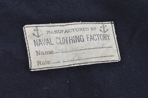 the artyologist- image of the manufacturing tag on WWII US sailor middie