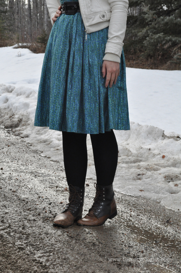 the artyologist- image of vintage 1950's turquoise dress and boots