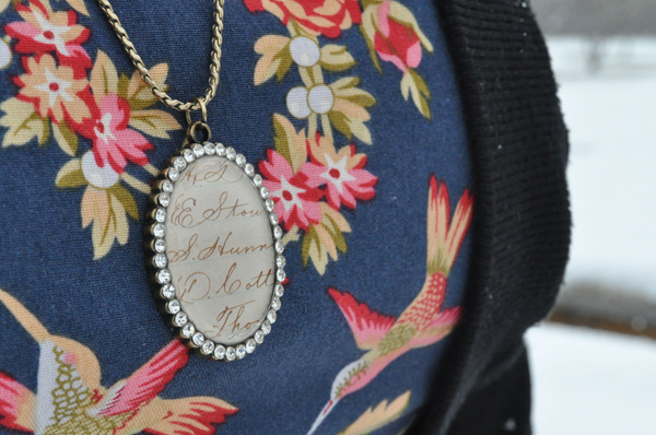 the artyologist- image of sparkly necklace