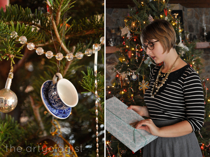 Christmas Day: A Comfy Yet Classy Outfit, the artyologist, opening gift