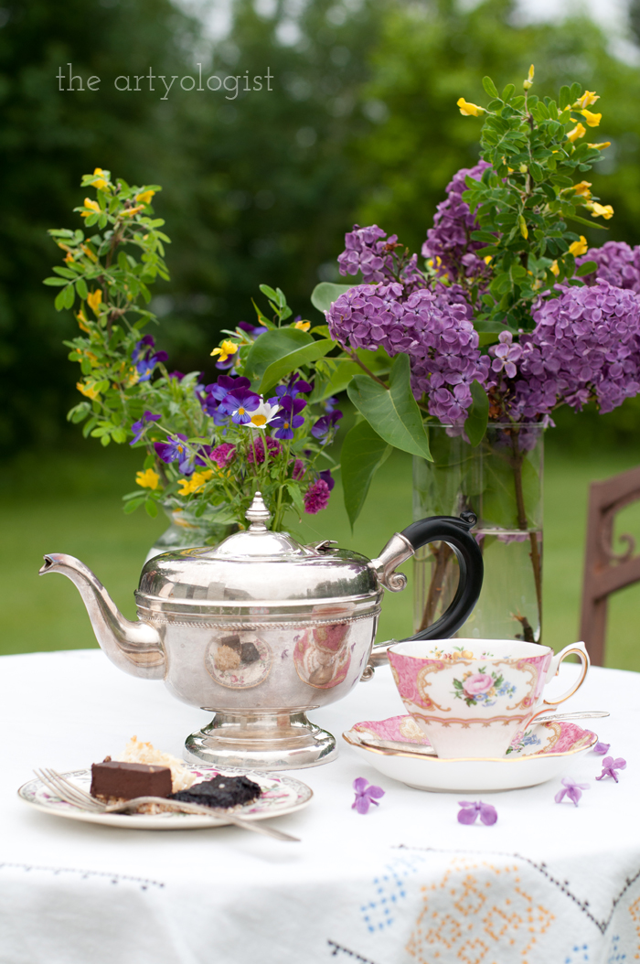 The Ladies Garden Tea (Which is not in a Garden): The Decor, tea table, the artyologist