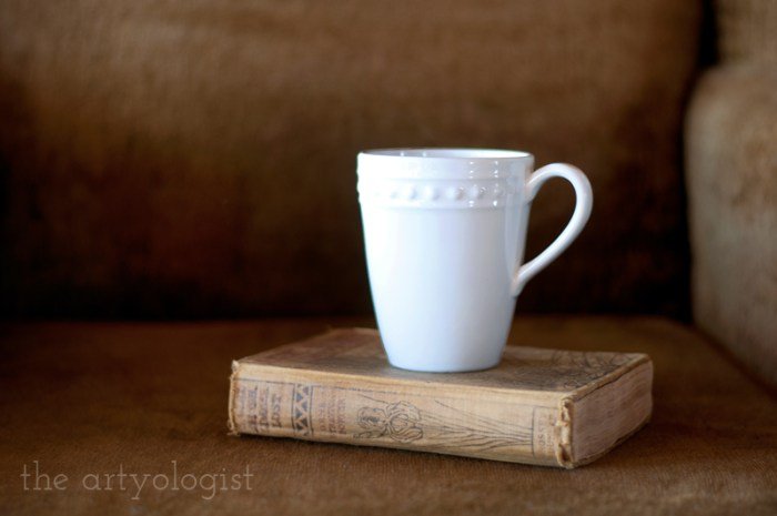tea and books, the artyologist