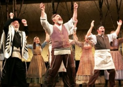 Cast-of-Goodspeeds-FIDDLER-ON-THE-ROOF