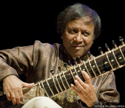 Ustad Shahid Parvez Khan in concert (Photo credit: Ira Landgarten)