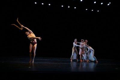 "Aaron Selissen as Orfeo and Ryoko Kudo as Eurydice in theJosé Limón's ballet ""Orfeo"" ((Photo credit: Beatriz Schiller)"