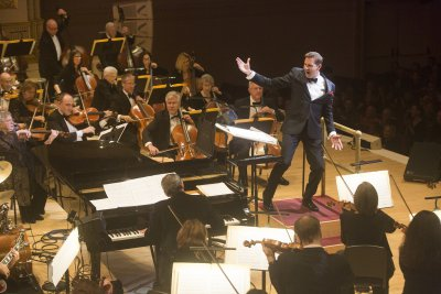 Music director and conductor Steven Reineke and The New York Pops (Photo credit: Richard Termine)