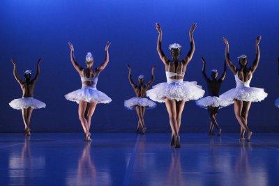 """Corps de ballet in a scene from Dada Masilo's """"Swan Lake"""" (Photo credit: John Hogg)"""
