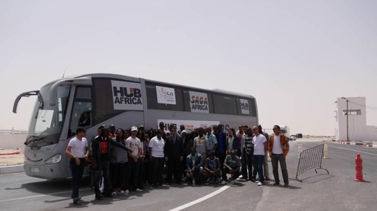 Poste frontière de Guerguerat / Bir Guendouz : un car transportant de jeunes entrepreneurs se rendant au salon HUB Africa.