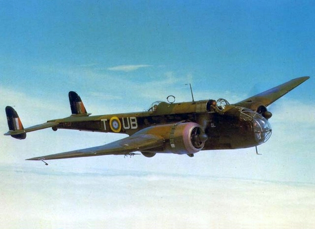 Handley_Page_Hampden_in_the_air