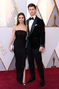 Ansel Elgort in Tom Ford e Violetta Komyshan agli Oscars 2018, LA