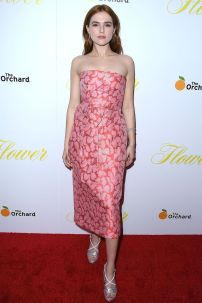 Zoey Deutch in Prada alla premiere diThe Orchard's Flower, Hollywood