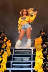 Beyoncé in Christian Louboutin al Coachella, California