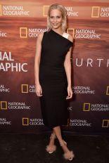 Poppy Delevingne in Narciso Rodriguez e sandali Charlotte Olympia al National Geographic, New York