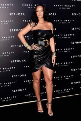 Rihanna in Versace e Tom Ford al 'Fenty' by Rihanna makeup launch, Milano