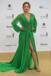 Rita Ora in Versace agli Echo Awards, Berlin