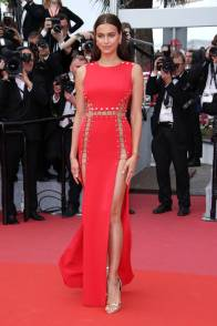 Irina Shayk in Versace al 'Sorry Angel' premiere, Cannes Film Festival