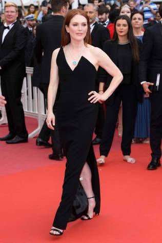 Julianne Moore in Saint Laurent al Cannes Film Festival 2018