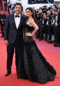 Penelope Cruz in vintage Chanel e gioielli Swarovski e Javier Bardem in Ermenegildo Zegna Couture al Cannes Film Festival 20187