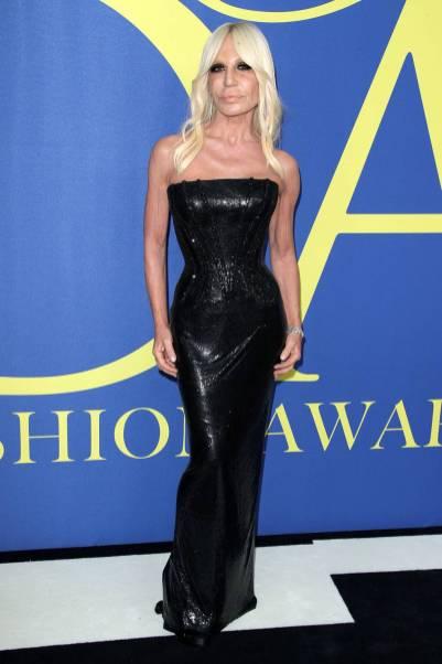 Donatella Versace in Versace ai CFDA Awards 2018