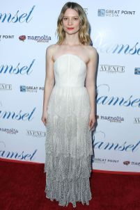 Mia Wasikowska in Dior all' Hollywood premiere of Damsel
