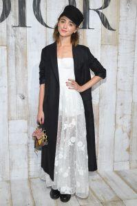 Natalia Dyer in Dior alla sfilata Dior Cruise, Chantilly