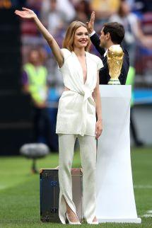 Natalia Vodianova in Louis Vuitton al World Cup Trophy, Russia.