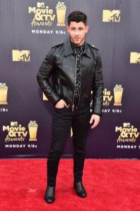 Nick Jonas in Saint Laurent agli MTV Movie & TV Awards 2018