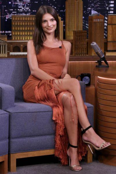 Emily Ratajkowski al The Tonight Show
