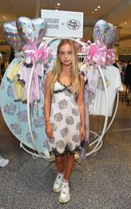 Amelia Windsor al Mimi Wade x Polly Pocket Launch at Selfridges, London