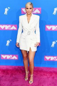 Kylie Jenner in Tom Ford, sandali Olgana Paris, gioielli Lorraine Schwartz agli MTV VMA 2018