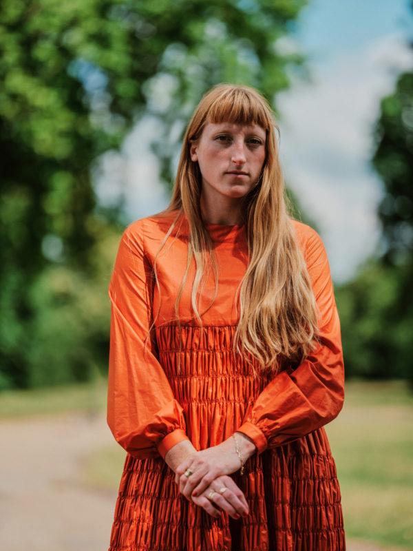 Molly Goddard disegna una tote bag per la London Fashion Week Festival