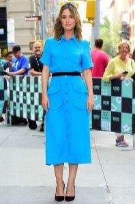 Rose Byrne in Rochas e Chloé pumps all'AOL, New York.