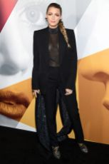 Blake Lively in Givenchy, scarpe Christian Louboutin alla premiere of A Simple Favor, NY