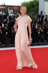 Naomi Watts in Prada alla Venice Film Festival 2018