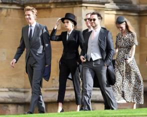 James Cook, Cara Delevingne in Emporio Armani, Derek Blasberg con Edward Grant e Chloe Devingne al matrimonio della Principessa Eugenia di York, Windsor