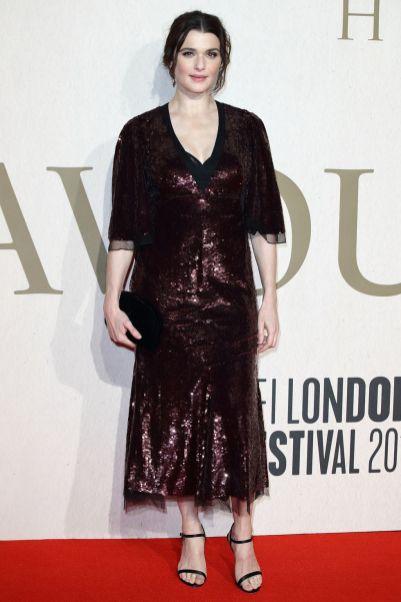 Rachel Weisz in Alexander McQueen alla The Favourite premiere, London